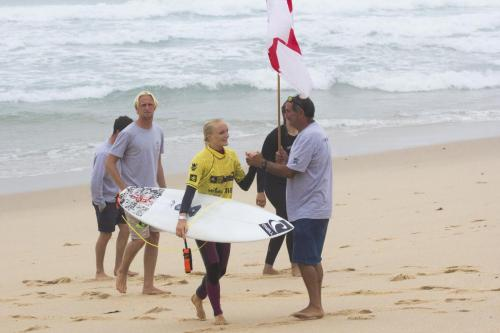 EuroSurf 2019 - Minnow Green congratulating Peony Knight as she progresses through the event